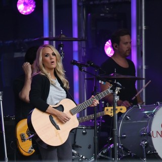 Carrie Underwood - Carrie Underwood Performing Live on Jimmy Kimmel Live