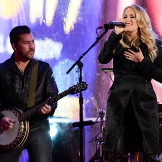 Carrie Underwood - World AIDS Day 2014 Concert