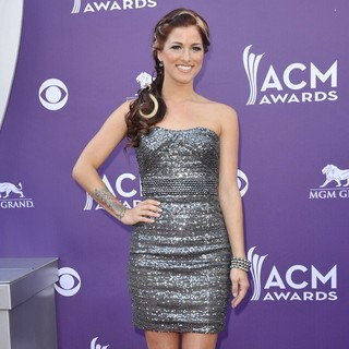 Hey Monday in 48th Annual ACM Awards - Arrivals - cassadee-pope-48th-annual-acm-awards-06