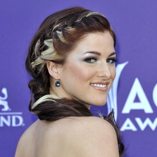 Hey Monday in 48th Annual ACM Awards - Arrivals - cassadee-pope-48th-annual-acm-awards-07