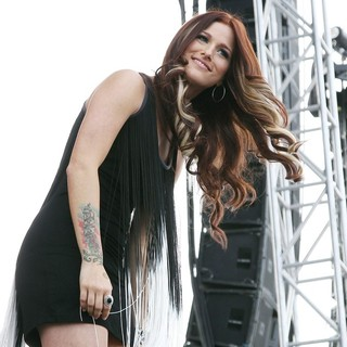 Hey Monday in The ACM Experience - cassadee-pope-acm-experience-09