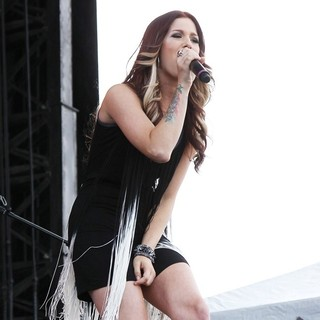 Hey Monday in The ACM Experience - cassadee-pope-acm-experience-11