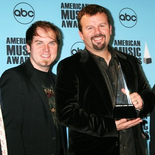 Casting Crowns in 2007 American Music Awards - Pressroom - casting-crowns-2007-american-music-awards-press-room-01