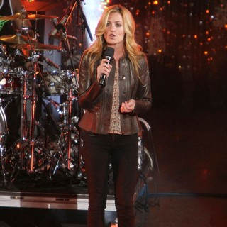 Cat Deeley in Escape to Total Rewards Los Angeles - Performances