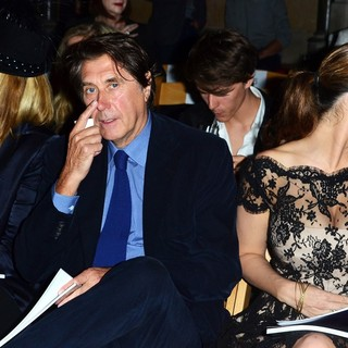 Kim Cattrall, Bryan Ferry, Kelly Brook in London Fashion Week Spring-Summer 2013 - Philip Treacy - Front Row