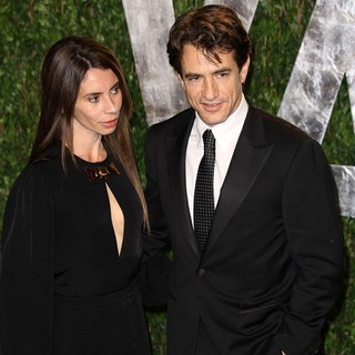 Tharita Catulle, Dermot Mulroney in 2012 Vanity Fair Oscar Party - Arrivals