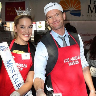 Leah Cecil, Neil Patrick Harris in The Los Angeles Mission's Thanksgiving for Skid Row Homeless