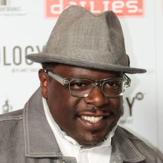 Cedric the Entertainer in The Grand Opening of Robert Earl's Planet Dailies-Mixology 101