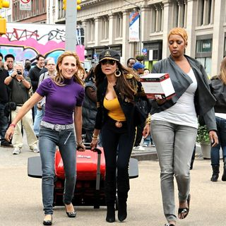 Marlee Matlin, La Toya Jackson in La Toya Jackson and Marlee Matlin Shoot 'Celebrity Apprentice' on Location