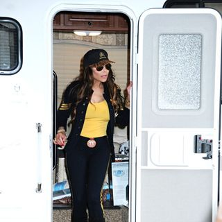 La Toya Jackson in La Toya Jackson and Marlee Matlin Shoot 'Celebrity Apprentice' on Location