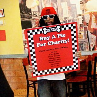 Lil Jon in The Cast of 'The Celebrity Apprentice' Sell Pizza for Charity