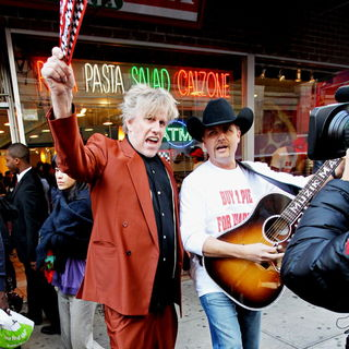 Gary Busey, John Rich in The Cast of 'The Celebrity Apprentice' Sell Pizza for Charity