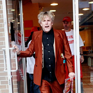 Gary Busey in The Cast of 'The Celebrity Apprentice' Sell Pizza for Charity