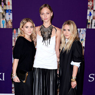 Ashley Olsen, Sasha Pivovarova, Mary-Kate Olsen in 2010 CFDA Fashion Awards - Arrivals