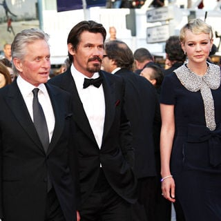 Josh Brolin in 2010 Cannes International Film Festival - Day 3 - 'Wall Street 2: Money Never Sleeps' Premiere - cff_wall_street_2_09_wenn5479124