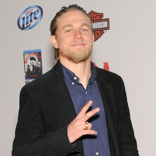 Charlie Hunnam in The Premiere Screening of FX's Sons of Anarchy Season 5 - charlie-hunnam-premiere-sons-of-anarchy-season-5-02