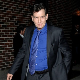 Charlie Sheen in Celebrities Arrive for The Late Show with David Letterman - charlie-sheen-late-show-with-david-letterman-02
