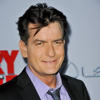 Charlie Sheen in Los Angeles Premiere of Scary Movie 5 - charlie-sheen-premiere-scary-movie-5-03