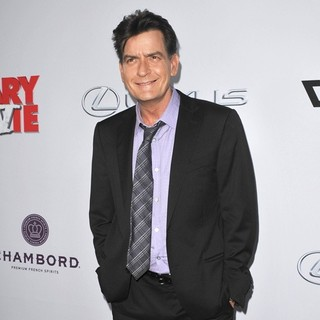 Charlie Sheen in Los Angeles Premiere of Scary Movie 5 - charlie-sheen-premiere-scary-movie-5-05