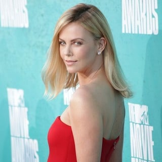 Charlize Theron in 2012 MTV Movie Awards - Arrivals