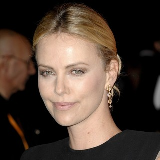 Charlize Theron in The 23rd Annual Palm Springs International Film Festival Awards Gala - Arrivals