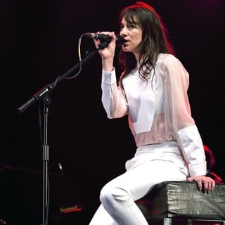 Charlotte Gainsbourg Performing Live During The Summer Series - charlotte-gainsbourg-performing-live-summer-series-05