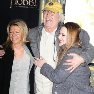 Jayni Luke, Chevy Chase, Cydney Cathalene Chase in Premiere of The Hobbit: An Unexpected Journey