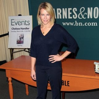 Chelsea Handler Signs Copies of Her Book Uganda Be Kidding Me - chelsea-handler-signs-copies-book-uganda-be-kidding-me-02