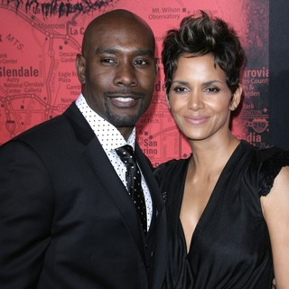 Halle Berry in Los Angeles Premiere of The Call - chestnut-berry-premiere-the-call-01