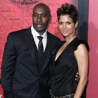 Halle Berry in Los Angeles Premiere of The Call - chestnut-berry-premiere-the-call-02
