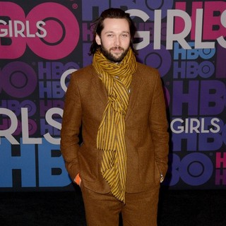 Chris Benz in Season 4 Premiere of HBO's Girls