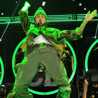Chris Brown - Chris Brown Performing Live During His F.A.M.E. Tour