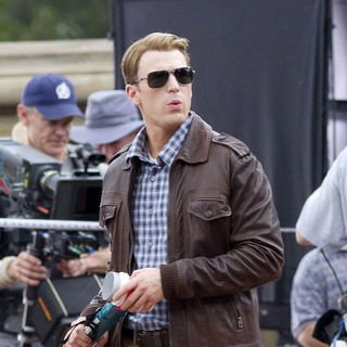 Chris Evans - Actors on The Set of The Avengers Shooting on Location in Manhattan