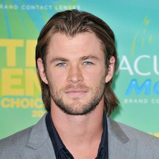 Chris Hemsworth in 2011 Teen Choice Awards