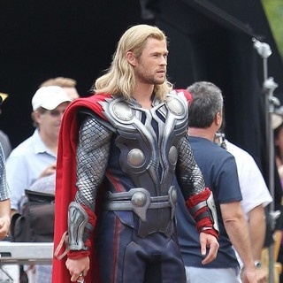 Chris Hemsworth in Actors on The Set of The Avengers Shooting on Location in Manhattan