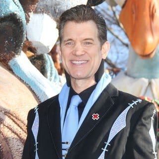 Chris Isaak in 86th Annual Macy's Thanksgiving Day Parade