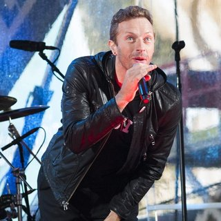 Chris Martin in World AIDS Day 2014 Concert - chris-martin-world-aids-day-2014-concert-05