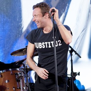 Chris Martin in World AIDS Day 2014 Concert - chris-martin-world-aids-day-2014-concert-07