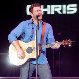 Chris Young Performs Live During His My Kind of Party Tour - chris-young-performs-live-my-kind-of-party-tour-05