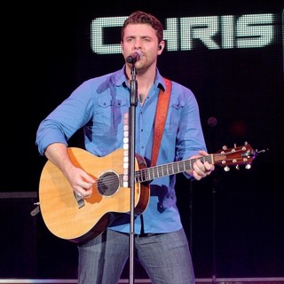 Chris Young Performs Live During His My Kind of Party Tour - chris-young-performs-live-my-kind-of-party-tour-08