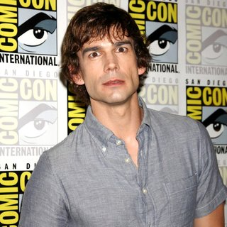 Christopher Gorham in 2011 Comic Con Convention - Day 1 - Arrivals - christopher-gorham-2011-comic-con-convention-day-1-01