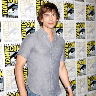 Christopher Gorham in 2011 Comic Con Convention - Day 1 - Arrivals - christopher-gorham-2011-comic-con-convention-day-1-02