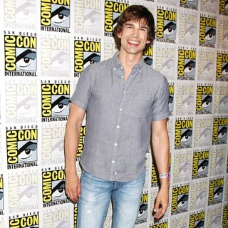 Christopher Gorham in 2011 Comic Con Convention - Day 1 - Arrivals - christopher-gorham-2011-comic-con-convention-day-1-03