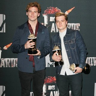 Sam Claflin, Josh Hutcherson in MTV Movie Awards 2014 - Press Room