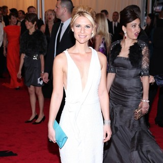 Claire Danes in Schiaparelli and Prada Impossible Conversations Costume Institute Gala