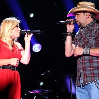 Kelly Clarkson, Jason Aldean in The 2013 CMA Music Festival - Day 3