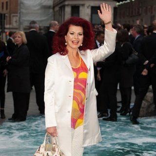 Cleo Rocos in U.K. Premiere of Noah - Arrivals