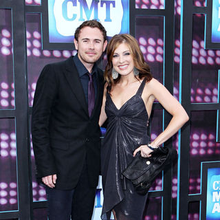 Chad Hughes, Sarah Buxton in 2010 CMT Music Awards Blue Carpet Arrivals
