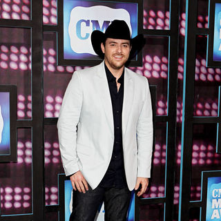 Chris Young in 2010 CMT Music Awards Blue Carpet Arrivals