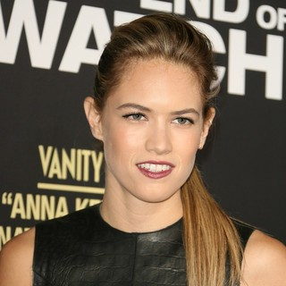 Cody Horn in Los Angeles Premiere of End of Watch - cody-horn-premiere-end-of-watch-01